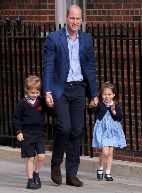 Prince William brings his older children to meet their new baby brother (photos)