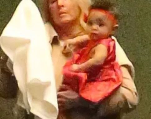 Serena Williams' daughter spotted out with her nanny (Photos)