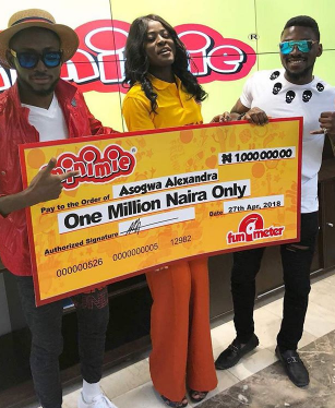 Fans of #BBNaija's Alex drag her former love interest, Leo, after he congratulated her for winning N1m and referred to her as Darling