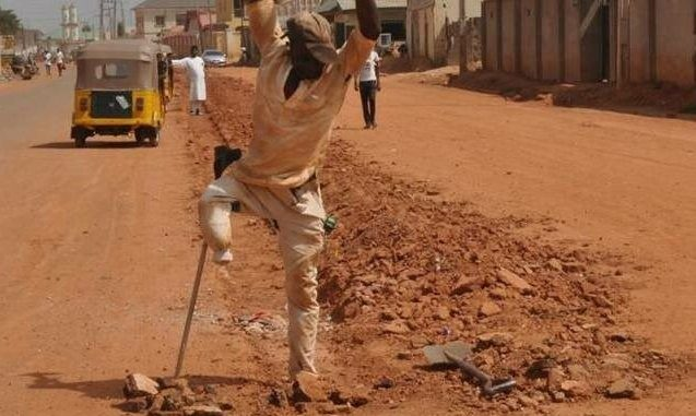 Trending 'One-legged' labourer shares his story; advises young and healthy people not to depend on others