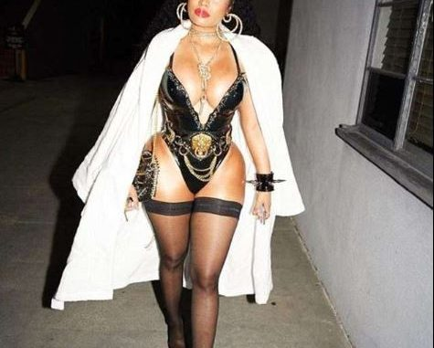 Nicki Minaj puts on jaw-dropping display in skimpy latex bodysuit for her video shoot (Photos)