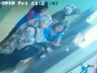 Watch how two little girls expertly distract ATM user and stole her money in viral video