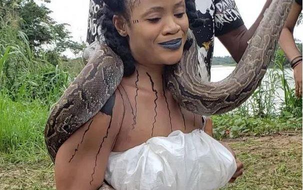 Nollywood actress, Uche Ogbodo wraps live python round her neck (Video)